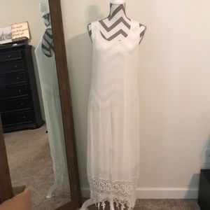 *Everly* white lace Maxi size Small